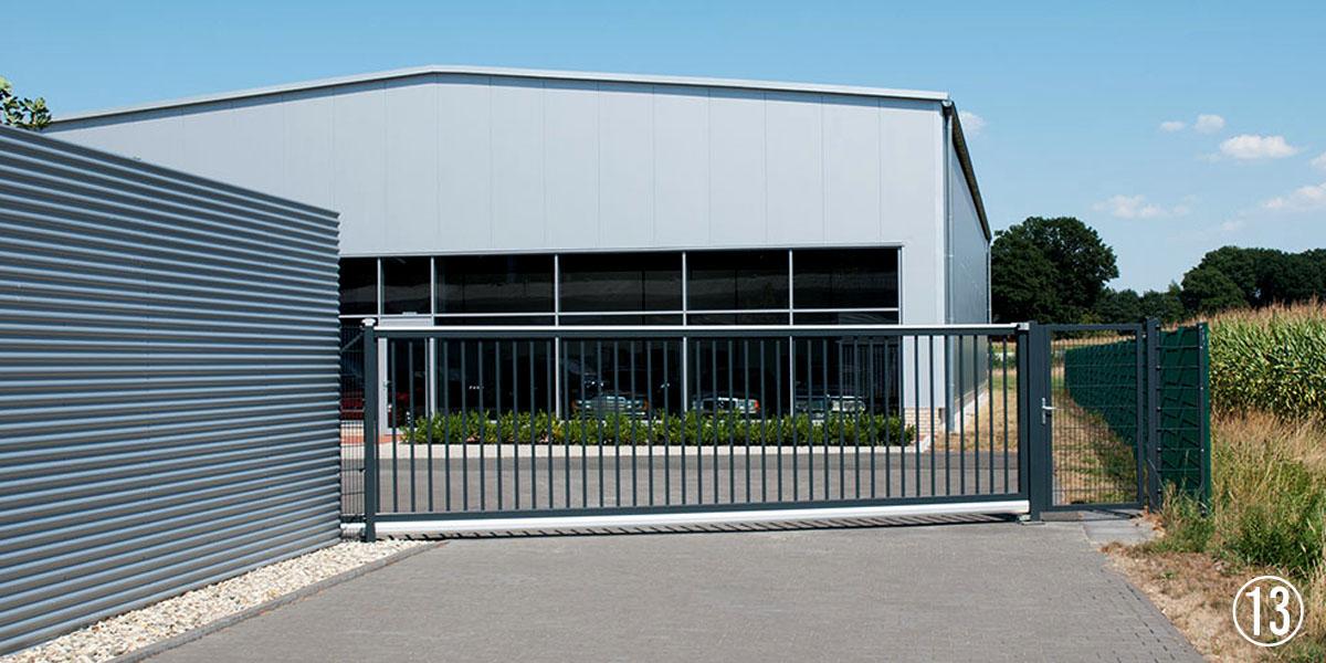 Referenz Rhino Torsysteme elektrische Hoftore aus Aluminium für Gewerbegrundstücke
