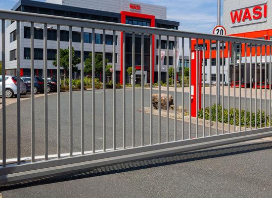 Referenz Rhino Torsysteme elektrische Hoftore für große Einfahrten
