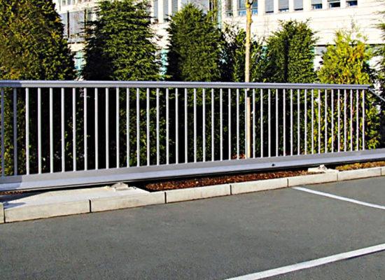 Referenz Rhino Torsysteme elektrische Hoftore aus Aluminium gewerblich