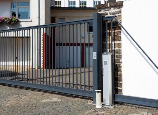Referenz Rhino Torsysteme elektrische Hoftore für private Bauherren