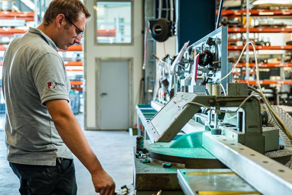 Die Dasch-Tec GmbH baut stabile und hochwertige Torsysteme für Privatkunden, Gewerbe und Industrie.