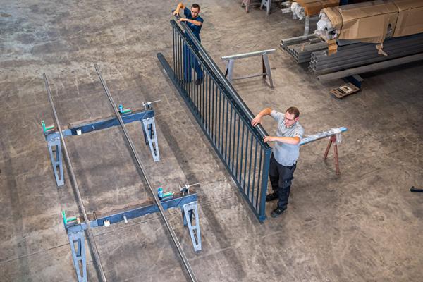 Dasch-Tec: Produktion hochwertiger Schiebetore, Flügeltore und Drehtore aus Aluminium